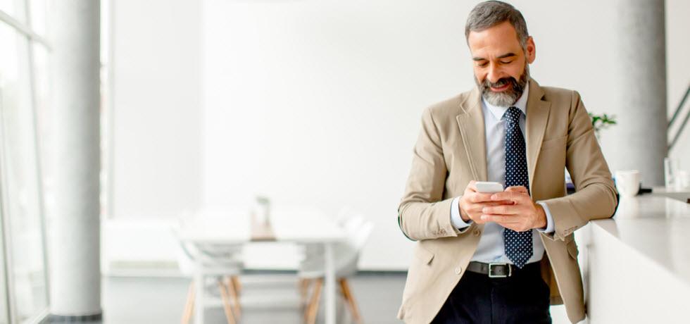 Mr reads a text message
