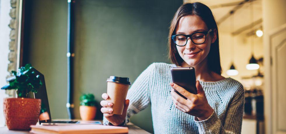 A foman gets a text notification